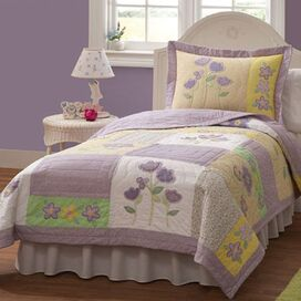 2-Piece Flower Patch Twin Quilt Set